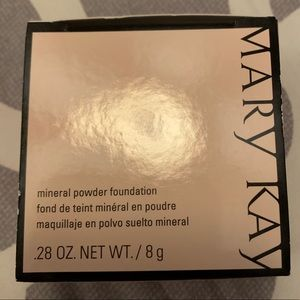 Mary Kay mineral powder foundation in ivory 1